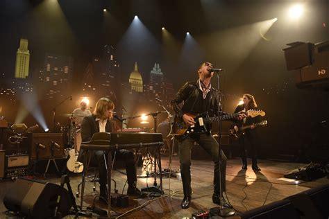 Mira completa la presentación televisiva de Arctic Monkeys ...