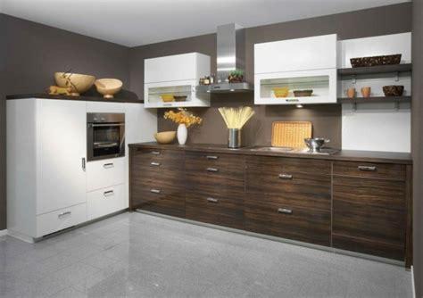 madera oscura pared marron cocina fernandogarciadory