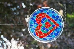 Mosaik Basteln Mit Kindern : recycling bastelideen f r kinder mosaik herz fensterbild ~ Lizthompson.info Haus und Dekorationen
