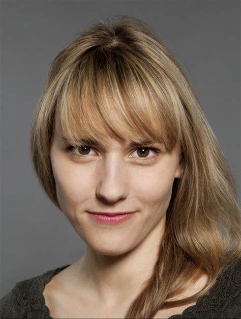 Vaculikova Sarkaandanya Sakova Gold Bikini
