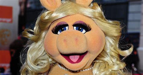 Miss Piggy entrevista artistas no BAFTA 2012 | Criativoteca