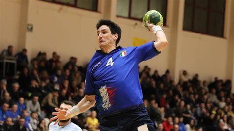 Nun steht sein debüt erneut auf der kippe. Italien bleibt sieglos - Handball | SportNews.bz