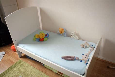 position du lit dans la chambre mode d 39 emploi montage d 39 un lit évolutif sauthon
