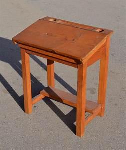Bureau Ancien En Bois : mobilier vintage pour enfants chaises tables coffres jouets mobilier scolaire ~ Carolinahurricanesstore.com Idées de Décoration