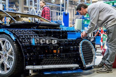 Bugatti automobiles s.a.s ile iş birliği içinde geliştirilen model, pırıltılı aerodinamik kaportası, logolu telli jantlarıyla düşük profil lastikleri. LEGO Technic Bugatti Chiron Life-Size Model-32 | The Brothers Brick | The Brothers Brick