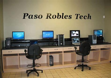world  peek   computer technicians workbenches