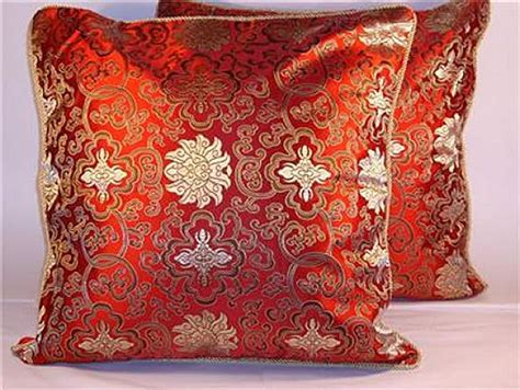 Create A Beautiful Living Room Using Decorative Sofa Pillows Asian Exterior Paints Colour Shades Painting Brick Walls Burnt Orange Interior Paint Textured Rollers For Glidden Reviews How To Different Textures Most Popular Colors Car Plastic