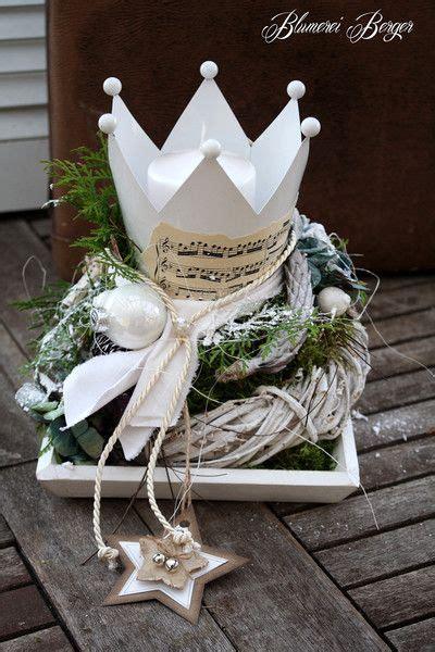 weihnachtsdeko auf holztablett adventsgesteck quot kr 246 nchen quot blumerei berger auf dawanda kvety
