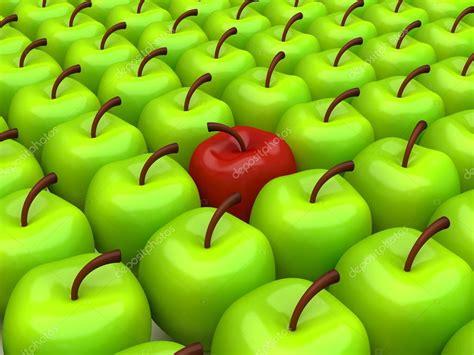 Manzanas seleccionadas | una manzana roja entre ...