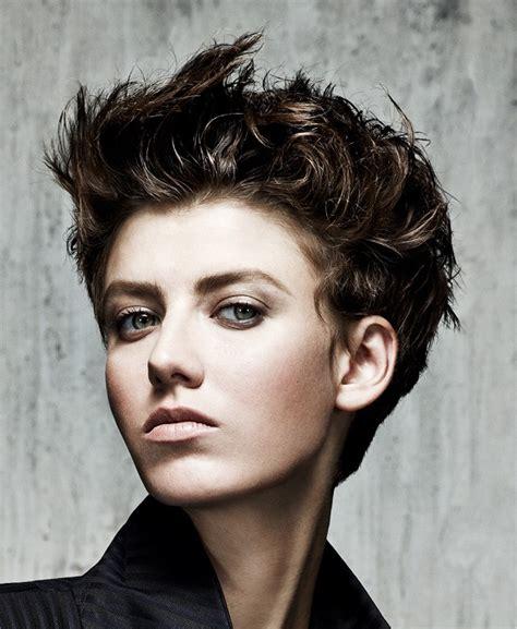 Coiffure coupe courte pour cheveux u00e9pais - Femme cheveux courts sur Coupe2cheveux.com