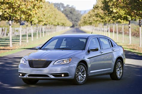 2013 Chrysler 200 Review, Ratings, Specs, Prices, and