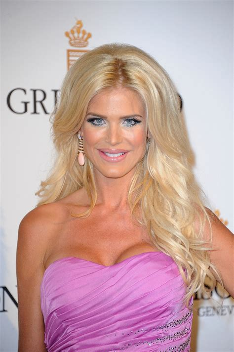 victoria silvstedt long wavy cut victoria silvstedt