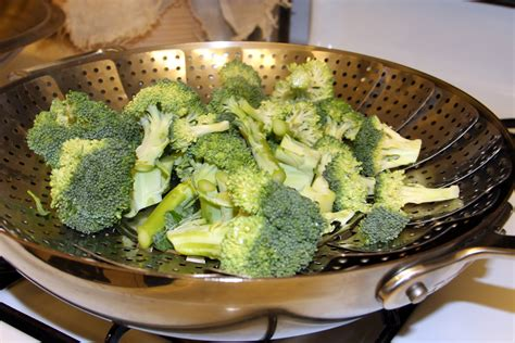how to steam broccoli tutorial how to steam broccoli without a steamer pictures how to wiki