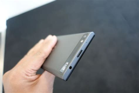 this is blackberry s new affordable touch screen smart phone soyacincau