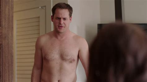Shirtless Men On The Blog Kyle Bornheimer Mostra Il Sedere