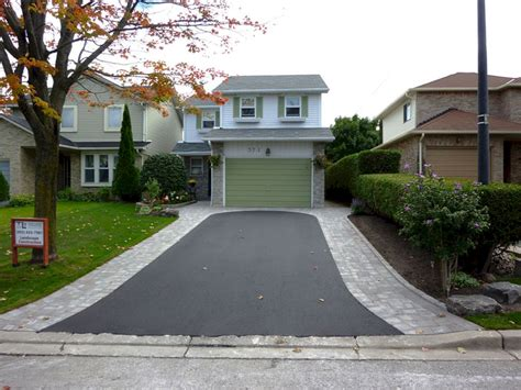 Front Driveway Entrance Landscaping Ideas (front Driveway