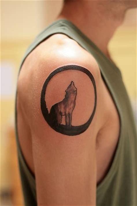 de tatouages de loups