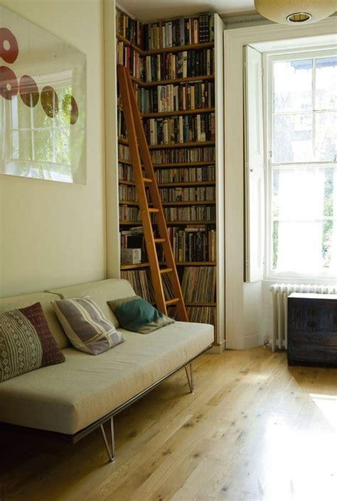 clever ways    corner bookshelf  fill