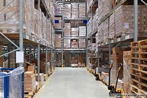 Warehouse Forklift Operator 22 Logistic Center In Pictures Elsoar