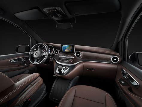 Interior :  Mercedes-benz Stellt Das Interieur Der