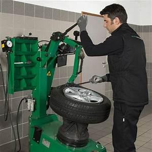 Feu Vert Controle Technique : d pose repose d 39 une roue t hiver feu vert ~ Medecine-chirurgie-esthetiques.com Avis de Voitures