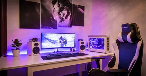 Clean Single Monitor Setup White,purple, And Black Theme