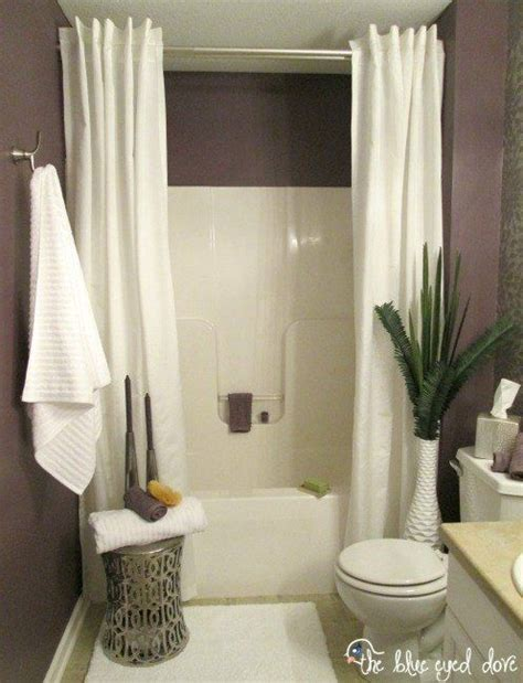 Shower Curtains For Small Bathrooms by 25 Best Small Guest Bathrooms Ideas On Small