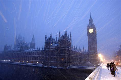 heavy snowfall cripples london photo essays time