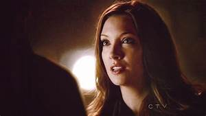 Katie Cassidy Arrow GIF - Find & Share on GIPHY