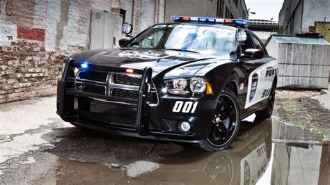 Polizei Stoppt Dodge Challenger by Dodge Charger Pursuit V8 Schneller Als Die Polizei Erlaubt