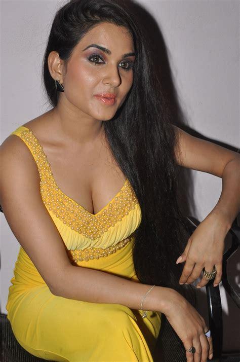 Kavya Singh Extreme Hot And Spicy Pics Hira I Love You
