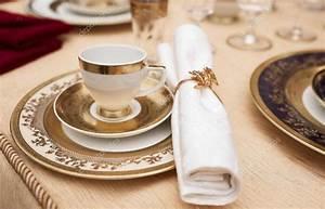 Vaisselle En Porcelaine : ensemble de vaisselle en porcelaine fine bone photographie serreitor 53300137 ~ Teatrodelosmanantiales.com Idées de Décoration