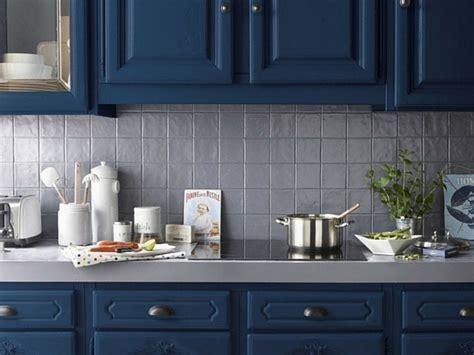 peinture meubles cuisine une peinture bleue pour les meubles de la cuisine