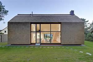 Kleine Moderne Häuser : wohnhaus am wald mit gro em fenster modern haus ~ Lizthompson.info Haus und Dekorationen