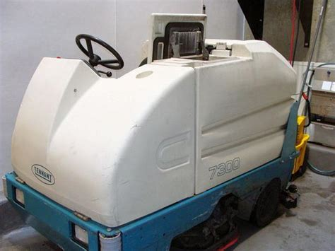 Tennant Floor Scrubbers Winnipeg by Tennant Ride On Floor Scrubber Sweeper Outside Metro
