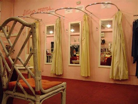 pop  boutique fitting room inspiration retail ideas
