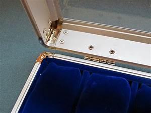 Ecrin Pour Montre : malette ecrin coffret en aluminium pour 12 montres velours bleu chrono shop ~ Teatrodelosmanantiales.com Idées de Décoration