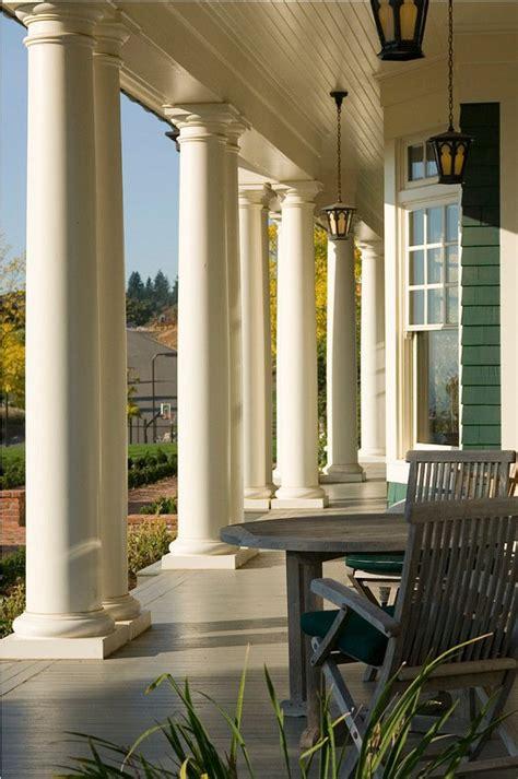 exterior paint color benjamin moore navajo white columns