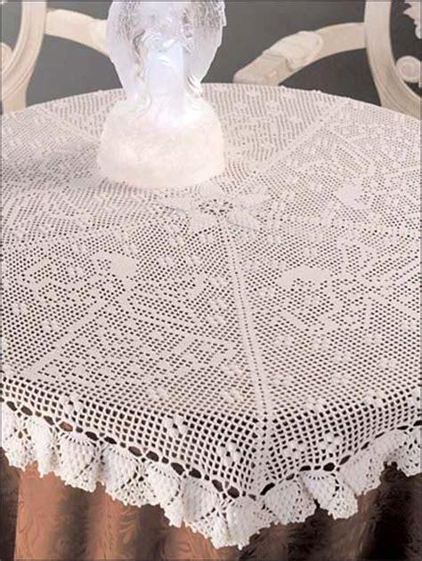 christmas  july crochet  christmas tablecloth