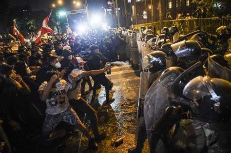 miles de peruanos marchan contra el nuevo presidente