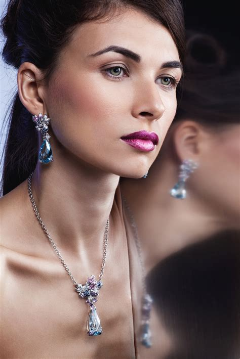 media shelf hot stones  jewelry  summer