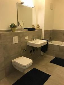Badezimmer Fliesen Grau Weiß : badezimmer grau brau und wei badewanne badezimmer ~ Watch28wear.com Haus und Dekorationen