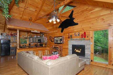 tree house  bedroom cabin rental  gatlinburg tn