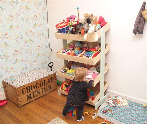rangement chambre enfants un meuble de marchande pour ranger les jouets de mathilde
