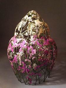 Delicate vessels sculpted with pressed flowers by ignacio for Delicate vessels sculpted with pressed flowers by ignacio canales aracil