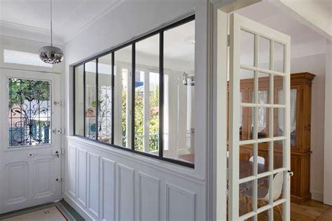 cuisine vitr馥 atelier sparation vitre cuisine ds la porte du0027entre la se ressent cuisine semiouverte meuble gris anthracite et porte vitre paravent vitr