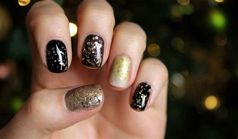 Champagne New Year's Eve Nail Art Tutorial