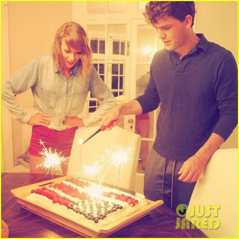 taylor swift hosts star studded fourth  july party