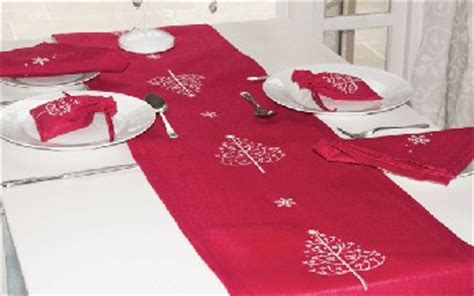 Guide To Christmas Tableware Both Linen And Paper So