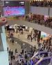 JC - 不少市民在觀塘 APM 商場觀賞中國女排對土耳其,中國隊直落三盤不敵土耳其。...